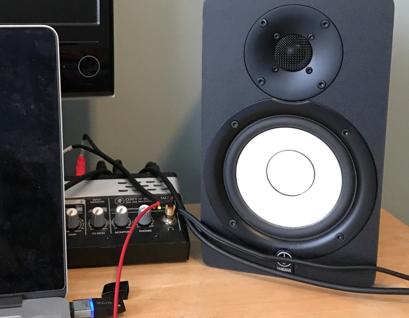 Yamaha hs5 powered studio monitor review composer 39 s for Yamaha studio monitors hs5